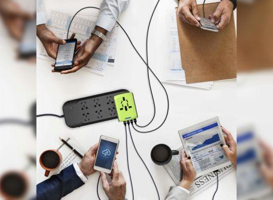 Universele Wereldstekker met 4 USB Poorten - Internationale Reisstekker voor 150+ landen - Zwart