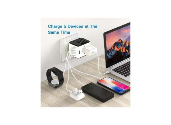 Universele Wereldstekker met 4 USB Poorten - Internationale Reisstekker voor 150+ landen - Wit