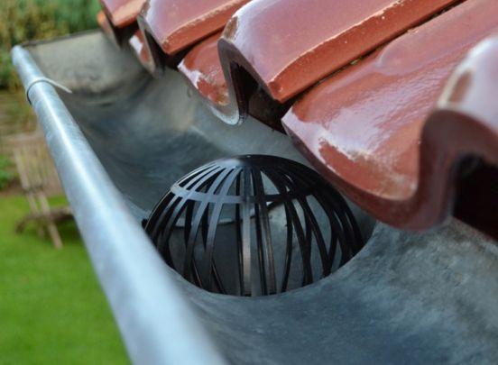 Kinzo Dakgootbeschermers - Voorkom bladeren in de regenpijp - 2 Stuks - Zwart