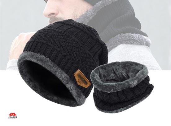 Warme set van gebreide muts en sjaal